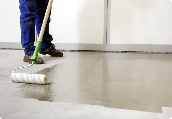 Обработка бетонной поверхности.