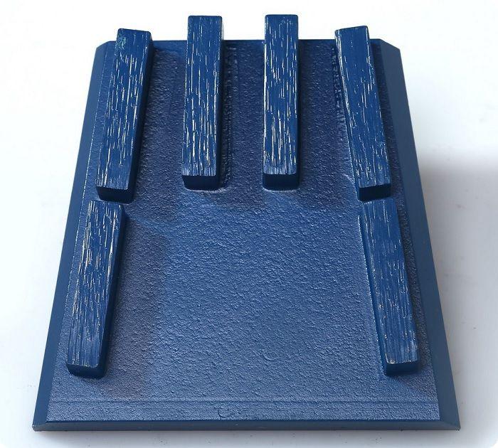 Для шлифовки бетонного пола возможно применение франкфуртов. Это специальные насадки на болгарку, имеющие на своей подошве абразивный слой. Франкфурты отличаются габаритными параметрами и количеством рабочих элементов.