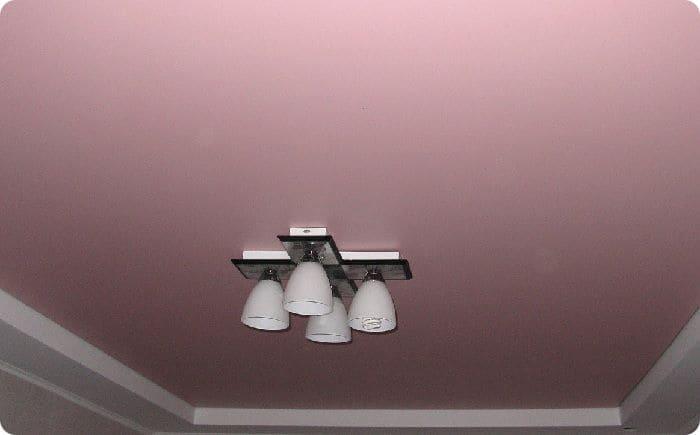 Двухуровневый поливинилхлоридный матовый натяжной потолок.