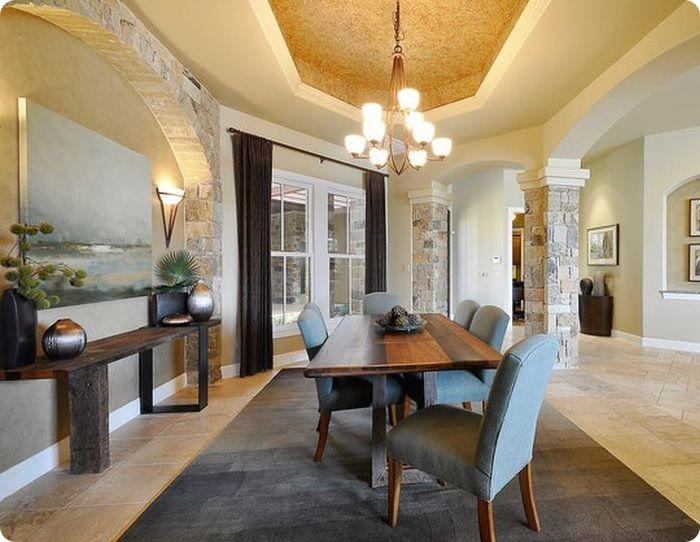 Если гостиная оформлена в греческом стиле, можно выложить колонны из светлого кирпича, подчеркнув интригующий декор жилого пространства