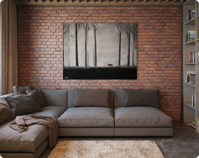 Кирпичная стена в интерьере.