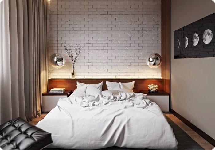 Безупречным очарованием в современной спальне отличается белый кирпич. С его помощью формируется атмосфера комфорта, покоя, домашнего уюта.