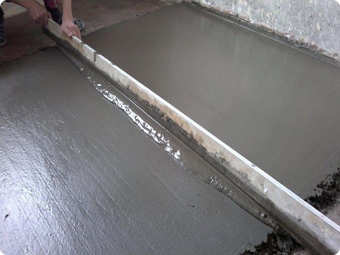 Выравнивание мокрой стяжки.