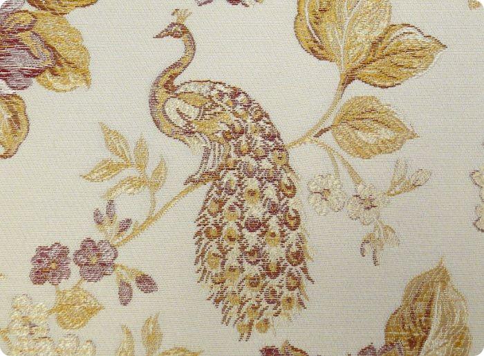 Текстильные обои роскошно смотрятся в интерьере, особенно в классическом стиле.