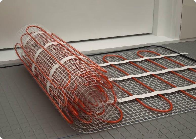 Электрический кабельный пол, уложенный на техническую сетку.