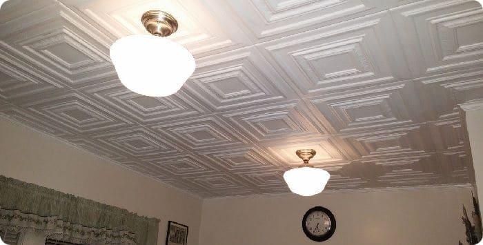 Потолочная плитка из пенопласта.