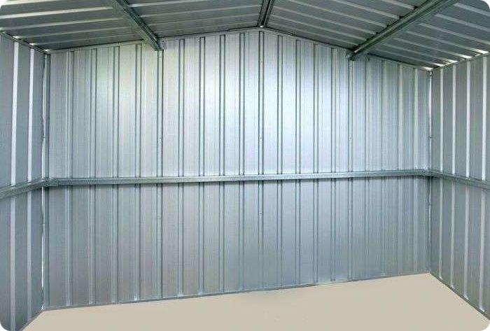 Обшивка стен жилого здания выполняется стеновыми панелями (С) с высотой профиля 8-44 мм. Если планируется обшить нежилое помещение, например гараж, следует выбирать профлист несущего (Н) или смешанного (НС) типа.