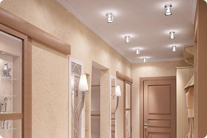 Расположение светильников в коридоре.