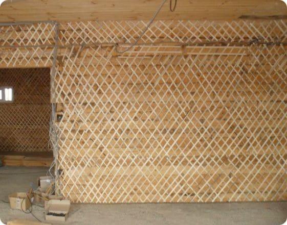 Дранка реализуется в виде узких досок длиной до 2 м при ширине 15-20 мм и толщине 3-5 мм.