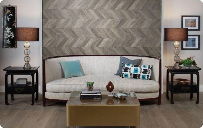 Чаще всего в жилых комнатах облицовка стен ламинатом осуществляется в форме отдельных фрагментов. Этот шаг акцентирует внимание в интерьере на отдельных участках стены, чтобы придать пространству элегантный презентабельный вид.