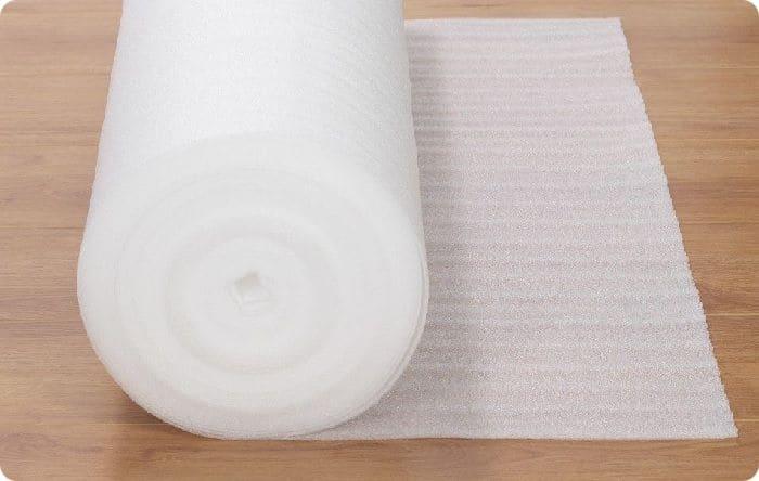 Искусственные материалы представляют собой газонаполненные или вспененные полимеры, например, полиформ или изолон – вспененный полиэтилен.