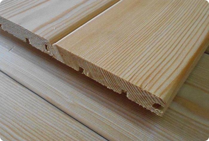 Натуральная вагонка изготавливается из хвойных и лиственных древесных пород.