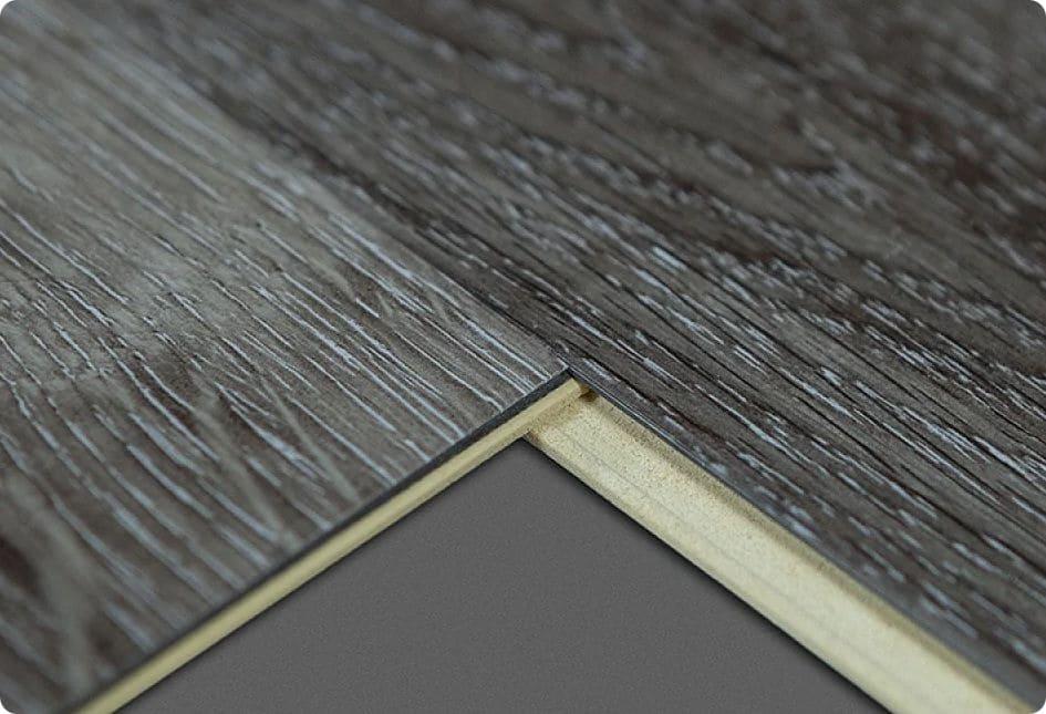 Боковые поверхности виниловой панели оснащены специальными замками.