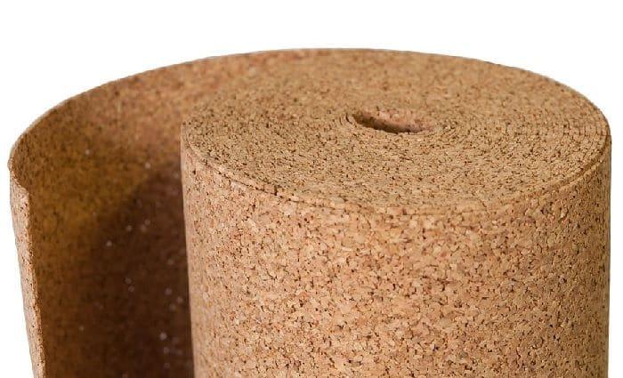 Пробка – универсальный, но дорогой утеплитель, который можно укладывать как на бетон, так и в качестве самостоятельного напольного покрытия.