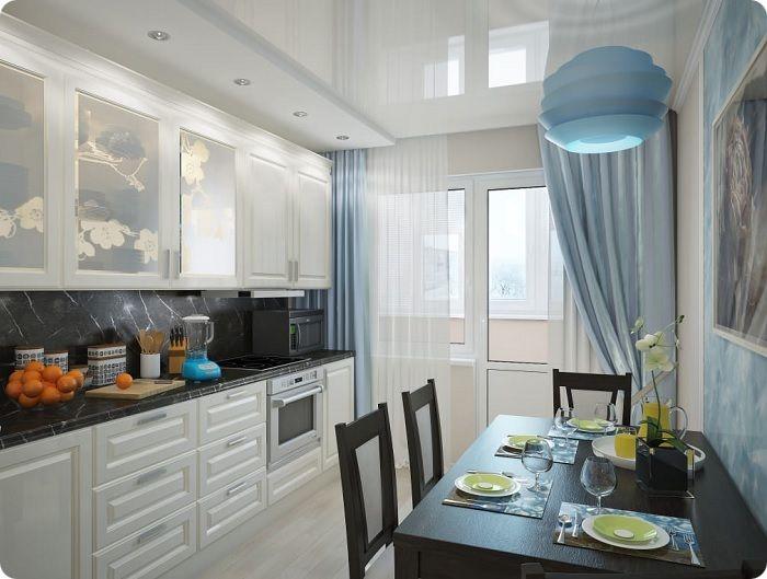 Кухня с окном и балконом.