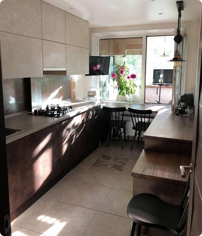 Кухня 10 м² с полностью встроенной бытовой техникой.