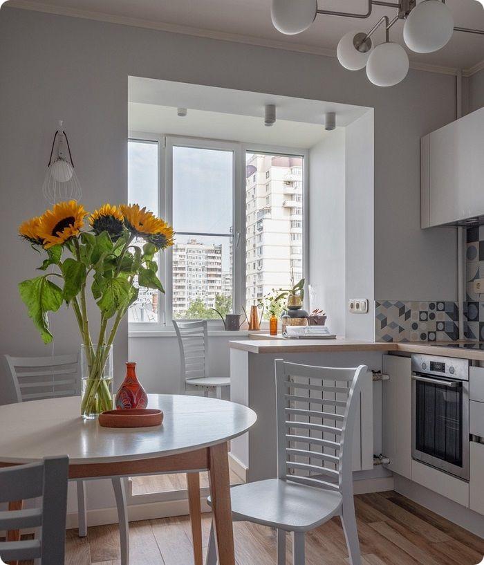 Кухня, объединённая с балконом.