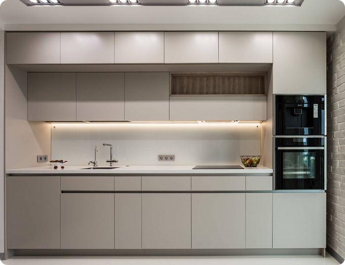 Встроенная кухня максимально комфортна, функциональна, необременительна в уборке. Монолитный целостный интерьер — это эффектный дизайн кухни в современном стиле 9 кв. м.