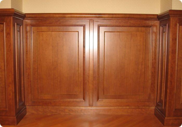 Декоративные панели из натурального дерева имеют прямоугольную форму разной фактуры и художественного оформления. Их основой может быть кедр, лиственница или клён.