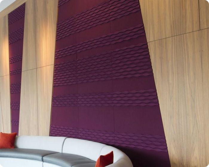 Акустические панели выпускаются в рельефном и гладком вариантах. Также существуют комбинированные модели на основе того же поролона, покрытого пластиком или гипсоволокном, улучшающим эффект звукопоглощения.