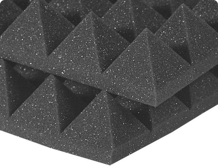 Акустический поролон недорог и долговечен в эксплуатации. Его можно сочетать с другими элементами отделки, например, гипсовиниловыми плитами.