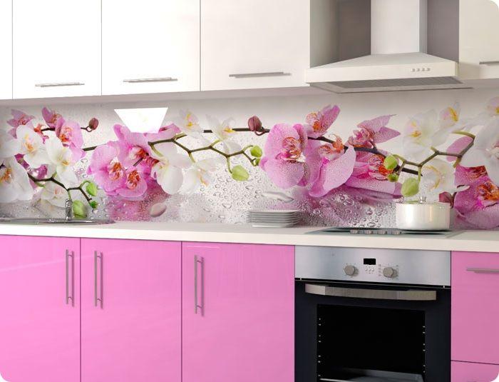 Яркие фартуки на кухне вышли из моды.