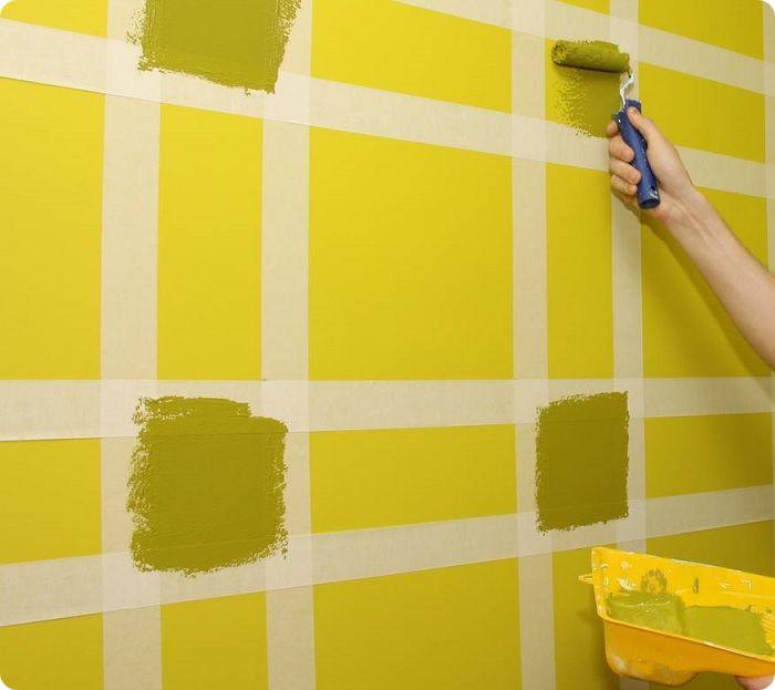 Использование малярного скотча для покраски стен.