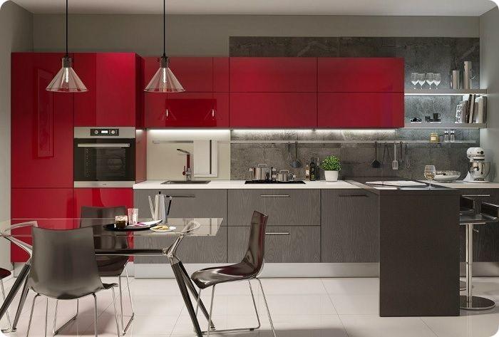 В зависимости от выбранного стилевого направления кухни, красными могут быть отдельные модули или все фасады гарнитура.