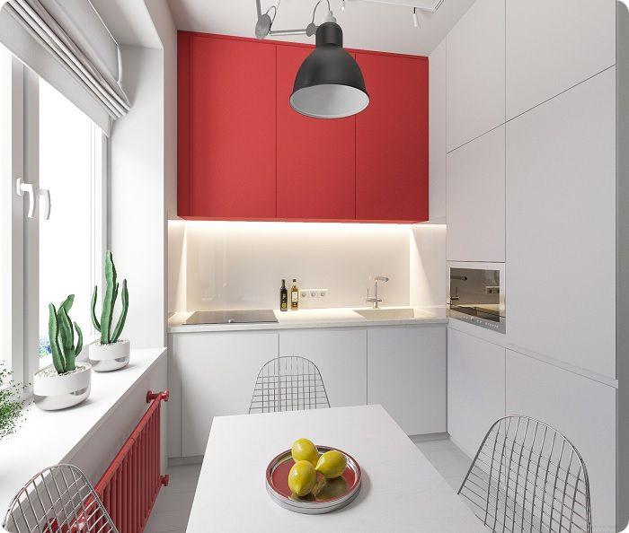 Для небольшой площади кухонного пространства подходят яркие акценты. Это могут быть элементы декора, разбавляющие общую пастельную палитру яркими мазками.