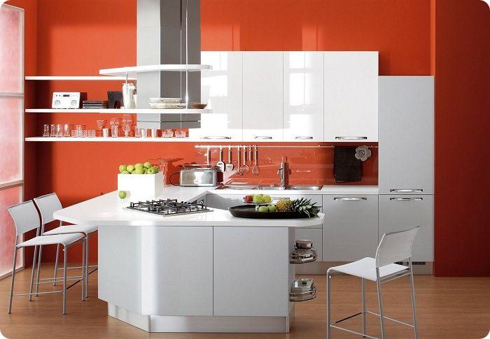 Стены, оформленные в красный, отлично комбинируются с мебелью и аксессуарами других цветов.