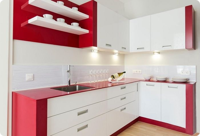 Столешницы выполняют роль рабочих поверхностей на кухне.