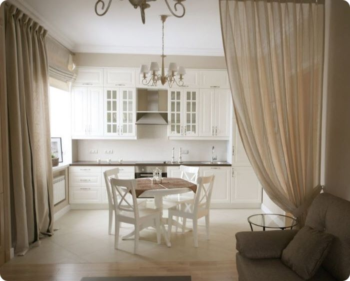 Зонирование на кухне-гостиной, текстильная перегородка.