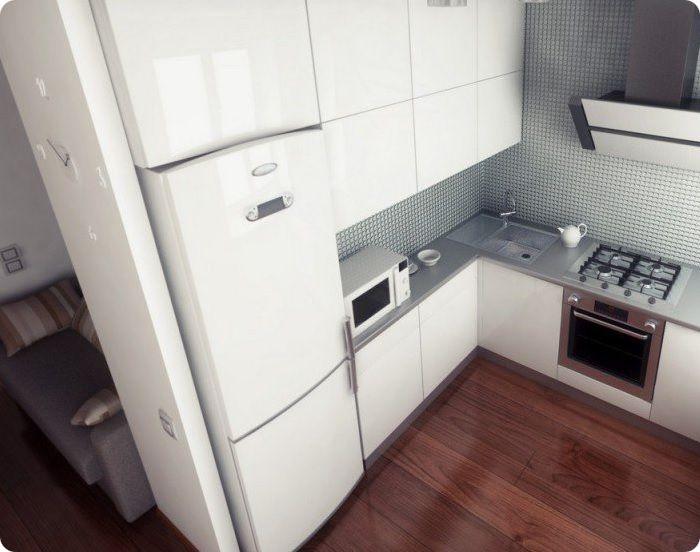 При монтаже холодильного оборудования в нишу из гипсокартона или гарнитур, техника станет единым целым с мебелью и не будет бросаться в глаза. Вариант практичен с точки зрения экономии пространства.