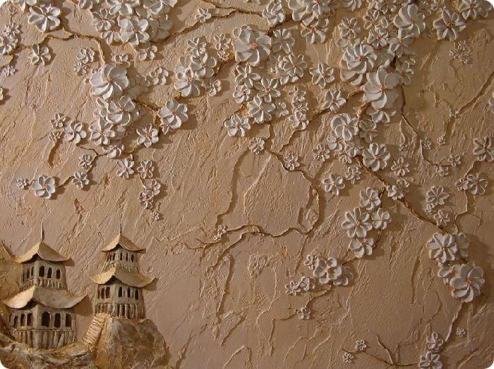 Барельефные панно — один из вариантов применения декоративной штукатурки, который отлично вписывается в современный интерьер жилых помещений. В отличие от рельефа, барельеф имеет более объёмное изображение элементов рисунка, расположенного на ровной поверхности. Такое панно может быть выполнено на всю стену либо на её часть.