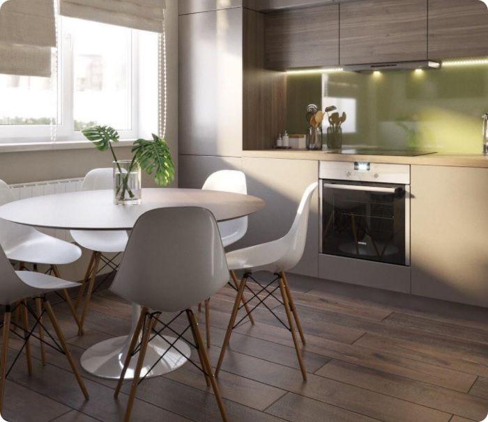 Обычный стол можно просто подвинуть к стене. Когда он не будет использоваться по назначению, стулья не займут место в проходе. Стол и стулья подбирают в цвет интерьера, например, при белых фасадах кухонного гарнитура сиденья стула также предпочтительны белые.