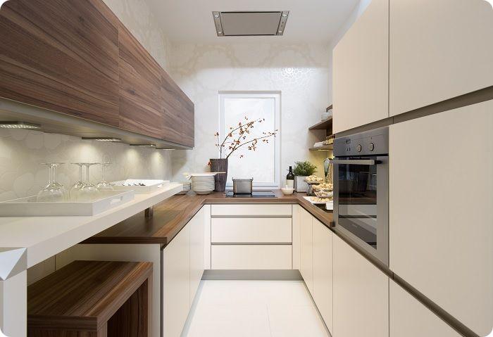 П-образная — одна из зон кухни располагается у третьей стены, например, плита.