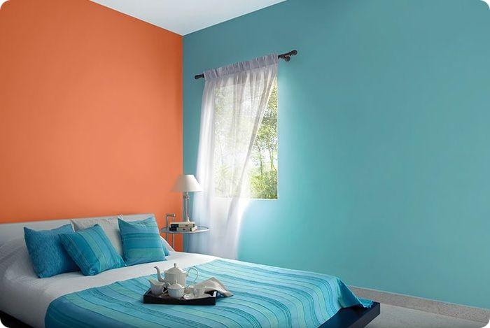При отделке стен внутри помещения широко используется способ окрашивания. Технология предусматривает получение ровного покрытия. Большой выбор цветов позволяет подобрать краску, хорошо вписывающуюся в дизайн интерьера.