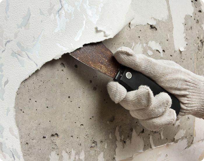 Удаление обоев с бетонной стены.