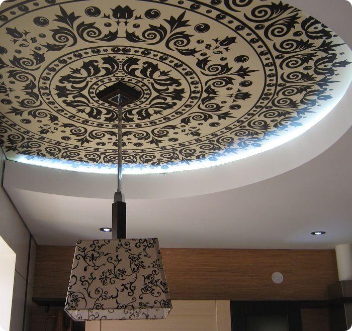 Оригинальный текстильный натяжной потолок в интерьере.