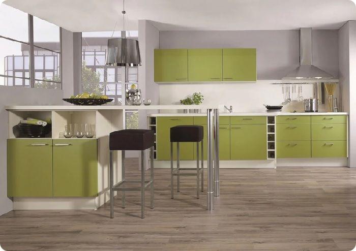 Выбирая мебель для кухни с салатовым фасадом, желательно, чтобы стены помещения были оформлены в светлые пастельные тона.