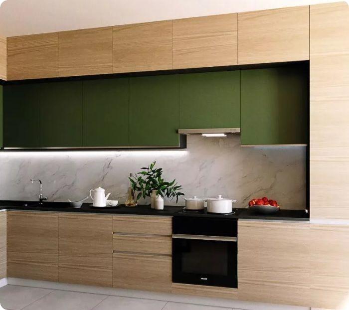 Фен-шуй гласит, что зелёный наиболее выгоден в интерьере кухни. Такое пространство всегда смотрится свежо, ярко, радостно. В нём приятно проводить время с семьёй. К тому же зелёные краски помогают снять стресс, избавиться от негатива, улучшить настроение, расслабиться.