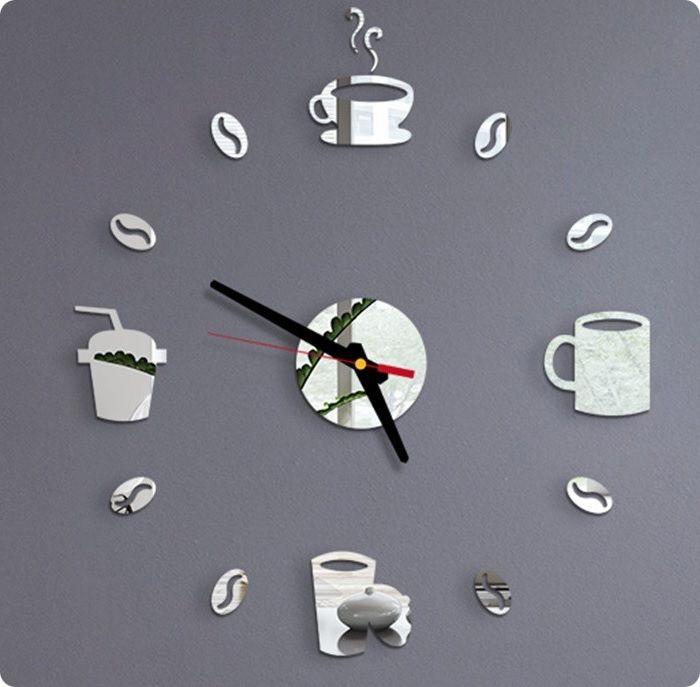 Декоративные часы могут стать акцентным аксессуаром в интерьере.