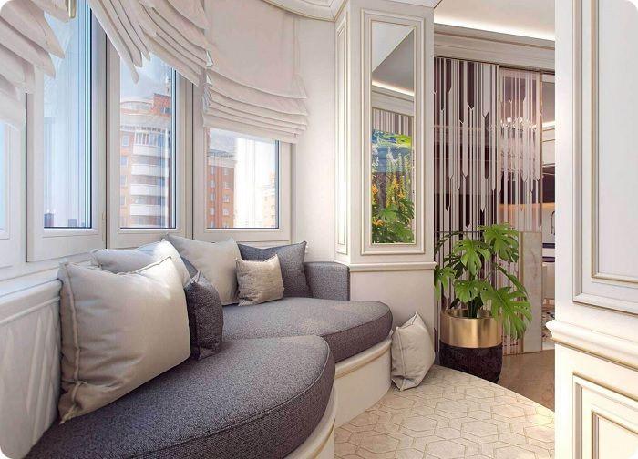 Удобная мебель в гостиной, совмещённой с балконом.