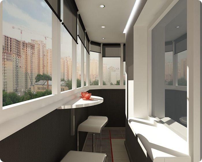 Уютный столик на балконе может стать любимым местом для утреннего кофе.