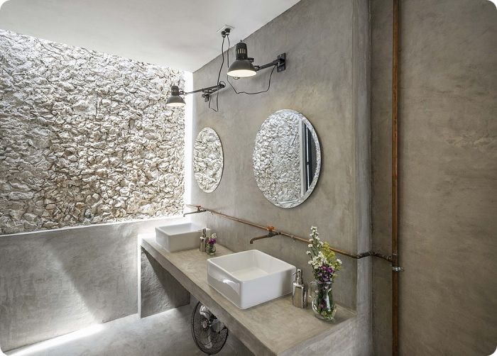 Декоративная штукатурка, имитирующая бетонную поверхность.