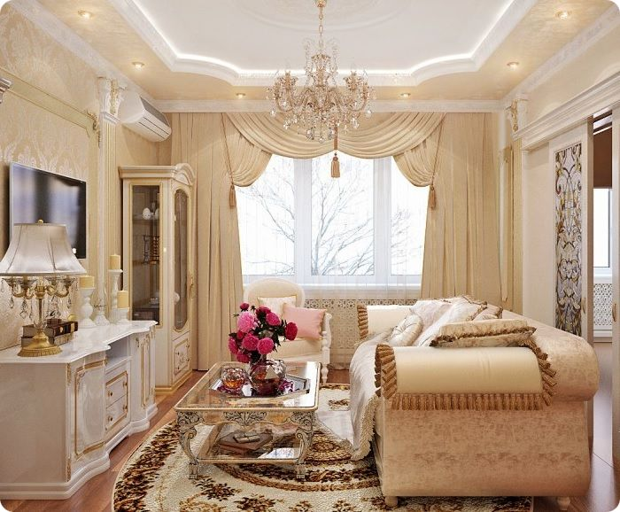 Хрустальная люстра в классической гостиной.