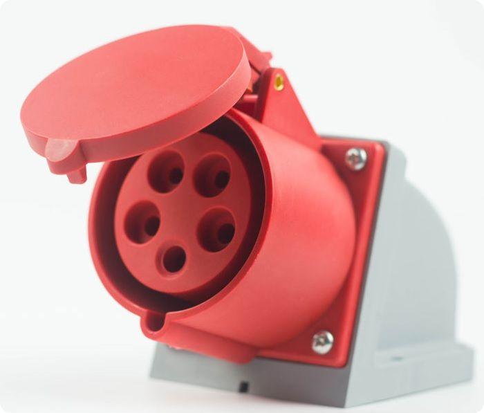 Розетка, рассчитанная на напряжение 380В.