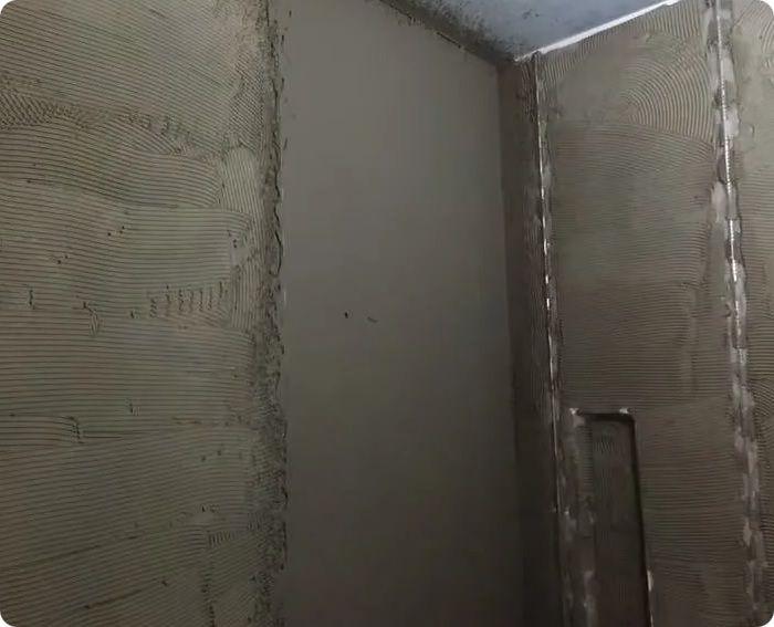 Санирующая штукатурка в ванной комнате.