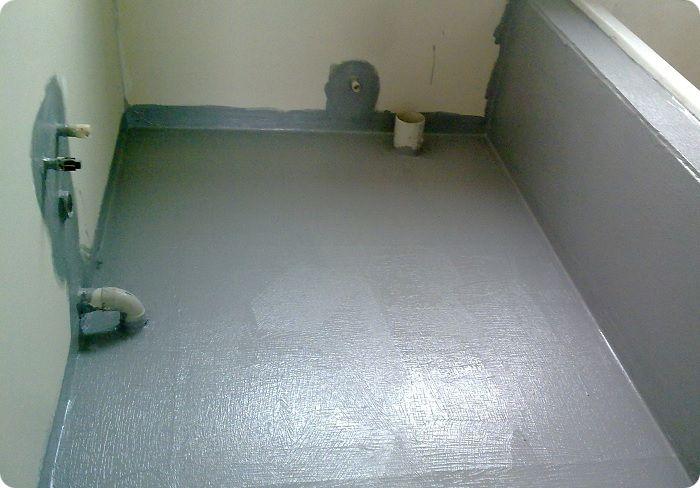 Применение штукатурной смеси с водоотталкивающими свойствами. Такую смесь необходимо использовать и на стенах, которые находятся в контакте с ванной или душевой кабиной.