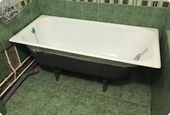 Вся используемая в ванной комнате техника устанавливается после завершения чистовых отделочных работ. Это позволяет не только уберечь электроприборы от повреждений, но и обеспечить доступ ко всем поверхностям в комнате.